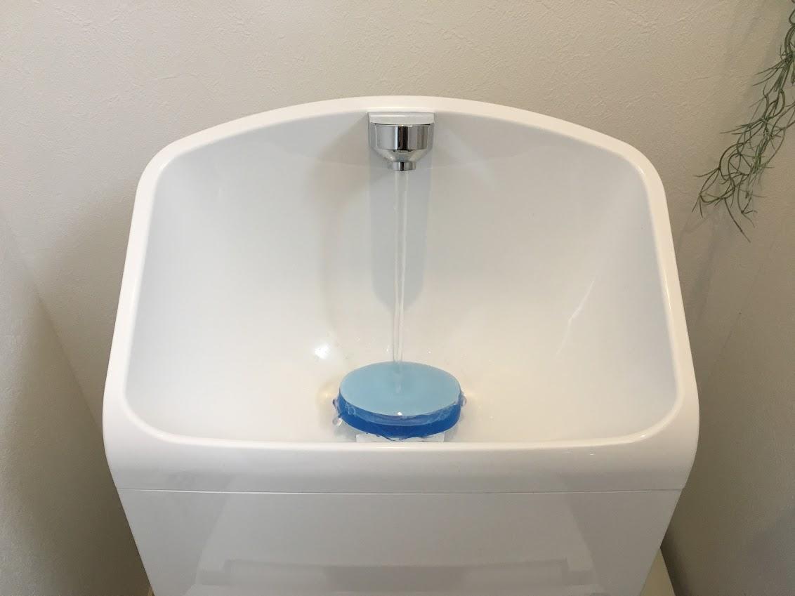 毎日のトイレ掃除を楽にする 置くだけ簡単、掃除グッズ!